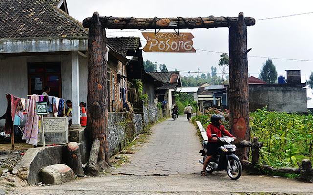 Gerbang masuk ke Wisata Alam Posong