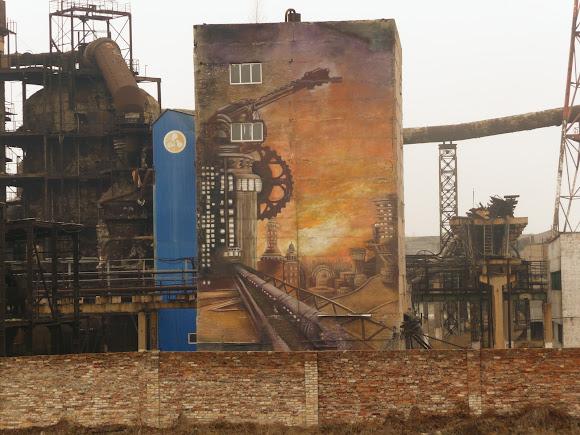 Костянтинівка. Енергоцех і вулична фреска на тему індустріалізації
