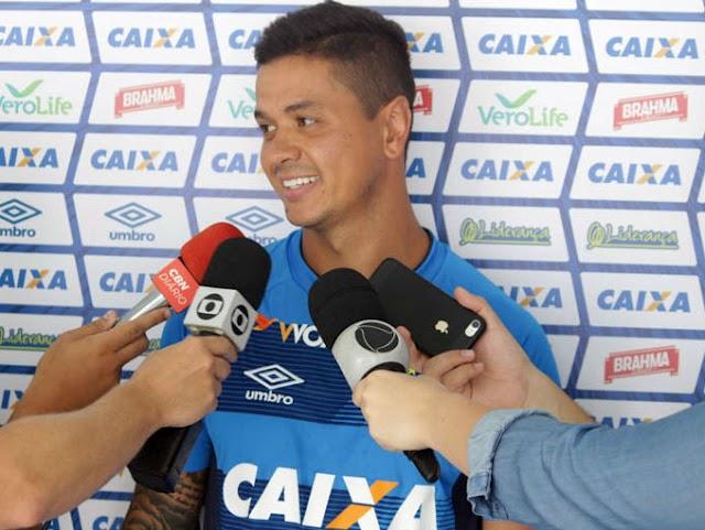 """Luan projeta reencontro com o São Paulo e afirma: """"Jogando bem ou mal precisamos vencer"""""""