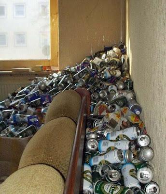 Wohnung eines Bier-Trinkers lustig - Dosenpfand