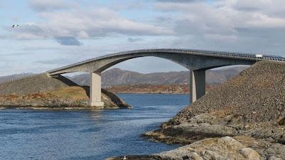 Puente que parece incompleto