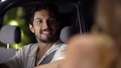 Esse sorriso do Marcos (Romulo Estrela) já diz tanto! 😍 — Foto: Globo