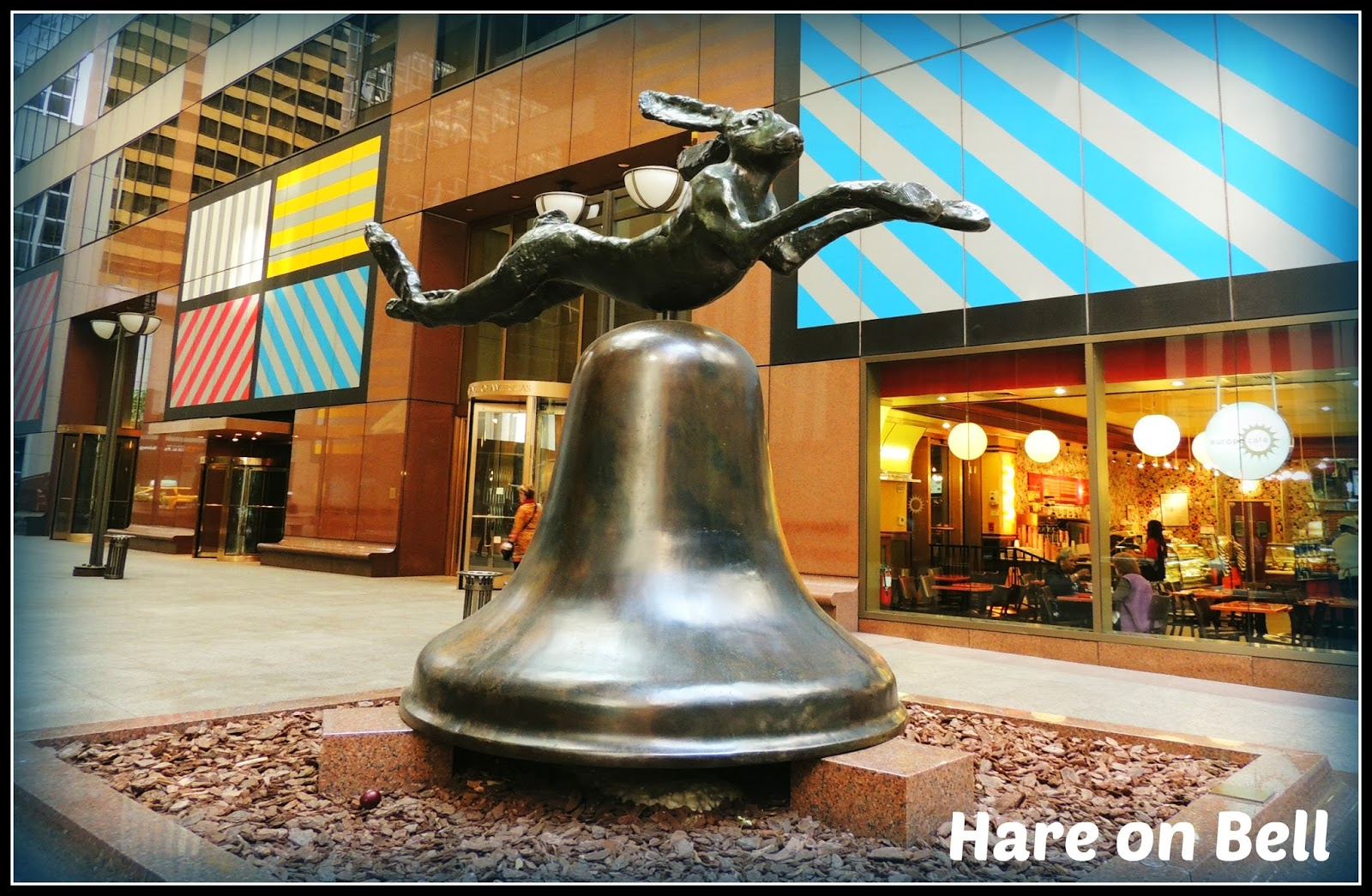 """NY en 3 Días: Escultura de Barry Flanagan """"Hare on Bell"""""""
