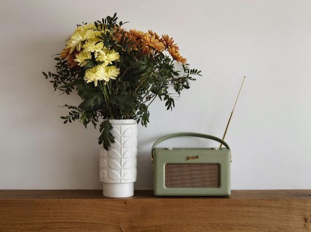 Flowers, Radio, Retro Radio