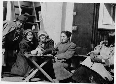 "Чарли Чаплин на борту ""Каирнроны"". На пути в Америку, 1910 г."