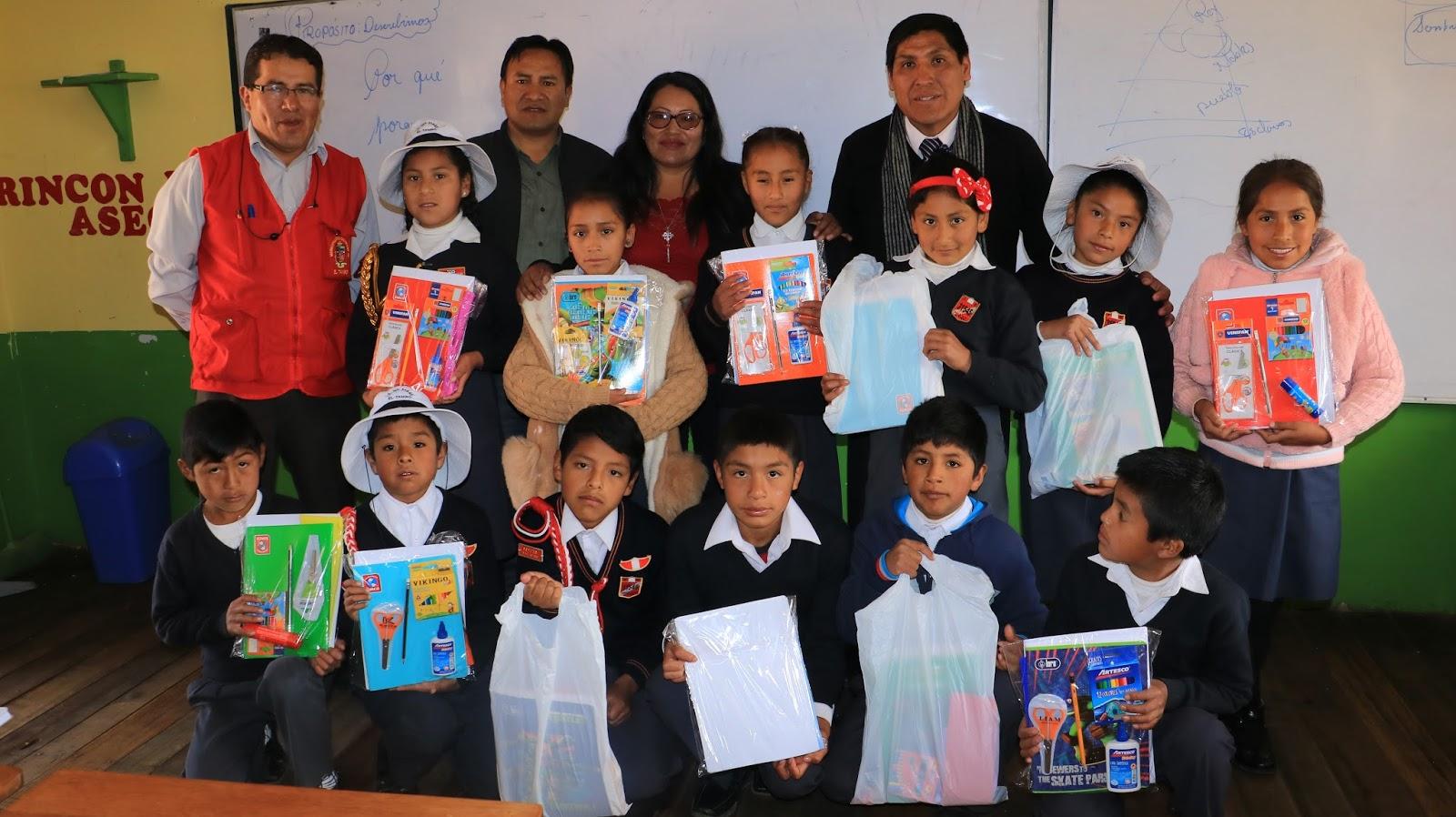 Alcaldesa de El Tambo entregó kits escolares a niños de Cullpa Alta
