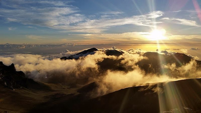 Paradise above the clouds from Hawaii Mountain
