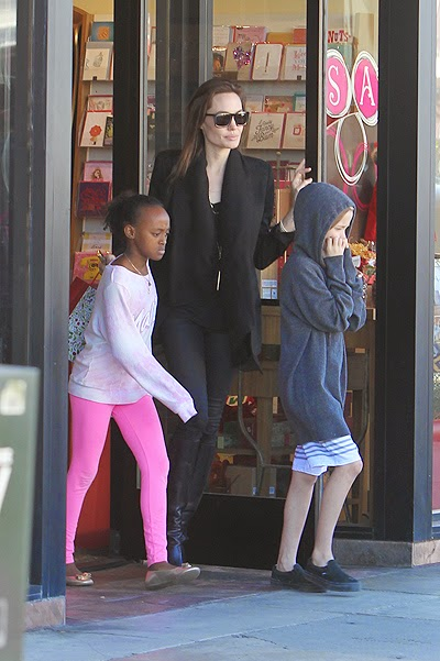 Angelina Jolie took daughters on shopping