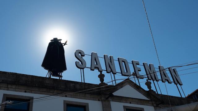 Cartel de las bodegas Sandeman en Vila Nova de Gaia