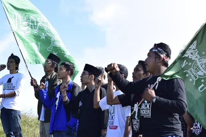 Peringati Harlah NU, Komunitas Ini Kibarkan 96 Bendera NU di Puncak Gunung Prau