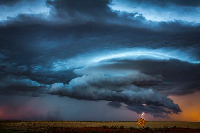 supercell, thunderstorm, lightning storm forming