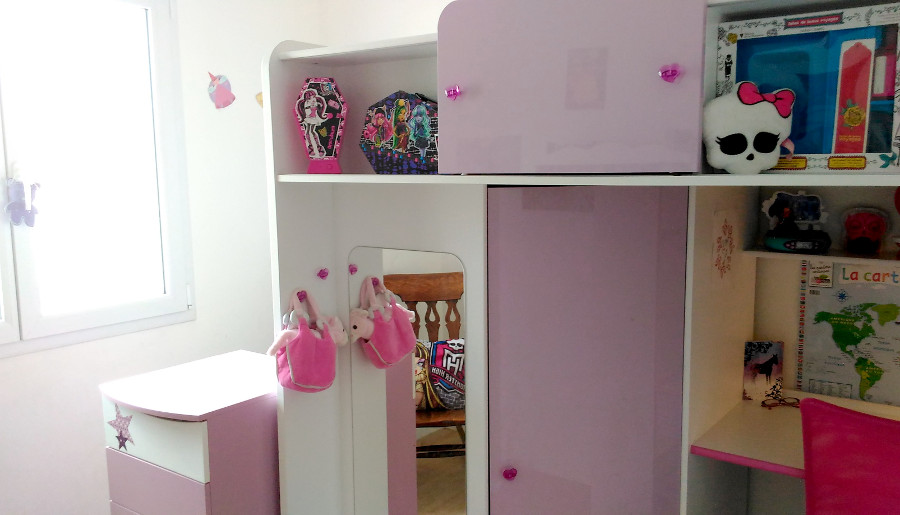 free chambre monster high princesse with deco chambre monster high with deco chambre monster. Black Bedroom Furniture Sets. Home Design Ideas