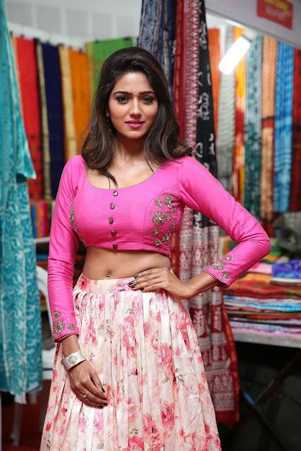 Shalu Chourasiya Hot Navel Show Photo