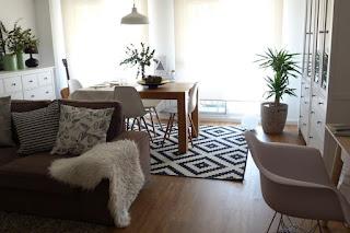 salón-comedor y despacho en una estancia de estilo nórdico