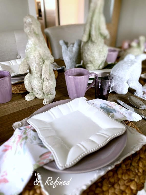 Spring decor for the dining room, using white dishes, gorgeous color and modern centerpiece