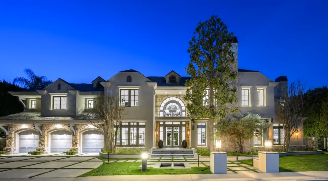 Tour 14023 Aubrey Rd, Beverly Hills, CA vs. 31 Interior Design Photos