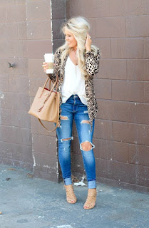 Outfit con giacca animalier