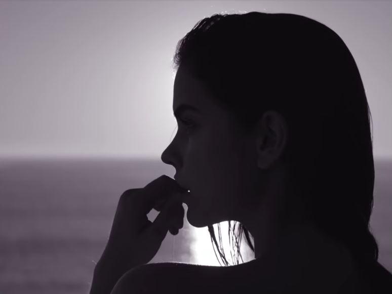 Modella Armani pubblicità Sky di Gioia eau de parfum con Foto - Aprile 2017