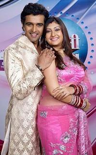 Foto Juhi Parmar dengan Suaminya Sachin Shroff