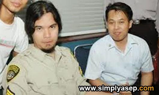 SWAFOTO : Ini saya dengan Ahmad Dani dan teamnya Dewa 19 saat berkunjung ke Pontianak Post sekitar tahun 2002 yang lalu. Foto Bearing