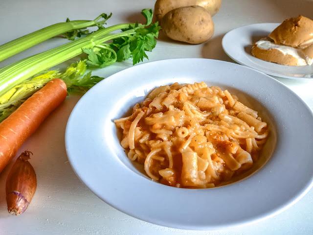 Pasta con le patate e soffritto all'italiana con scamorza bufalina