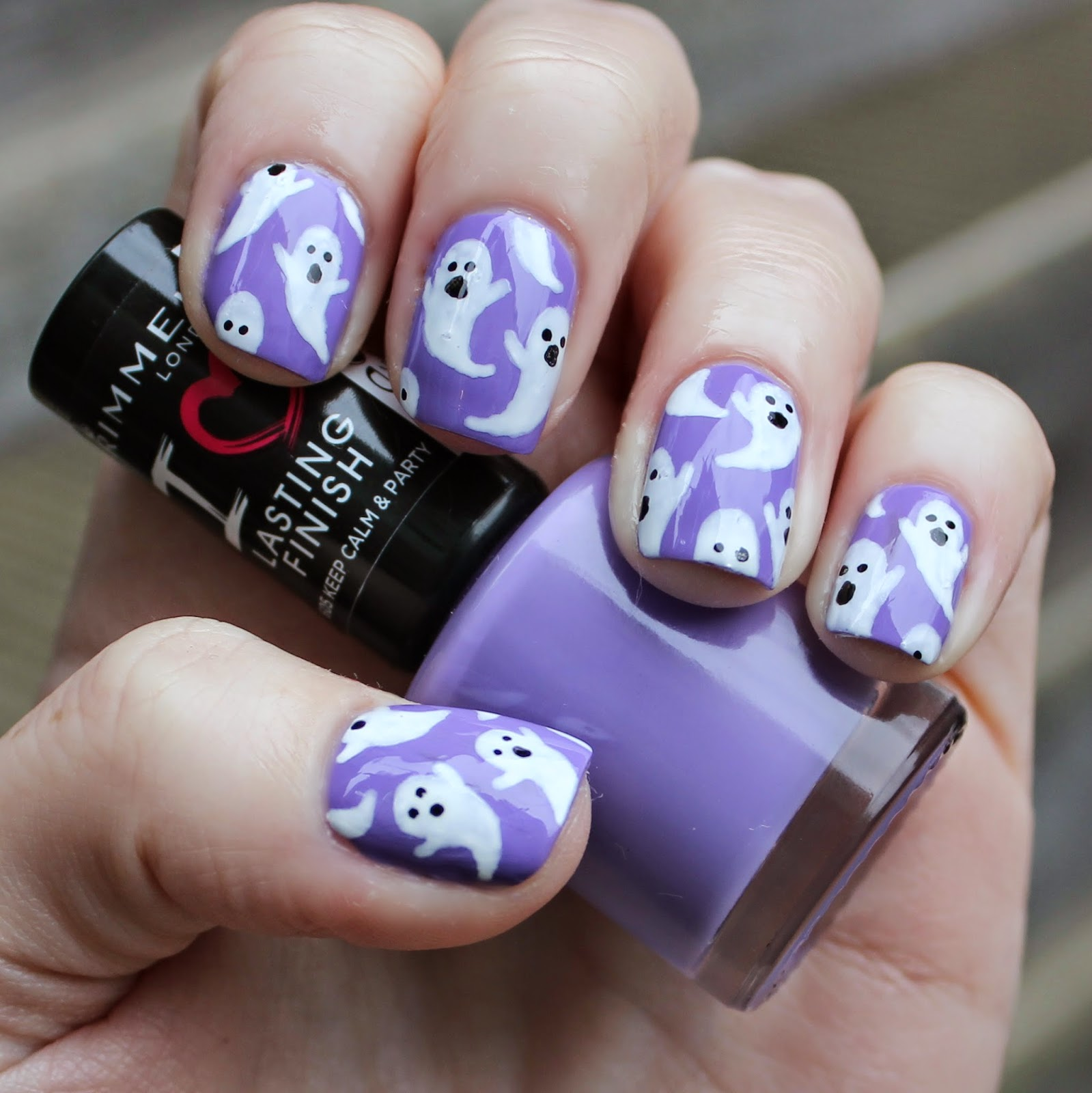 Dahlia Nails: Cute Ghost Nails For Hallowe'en
