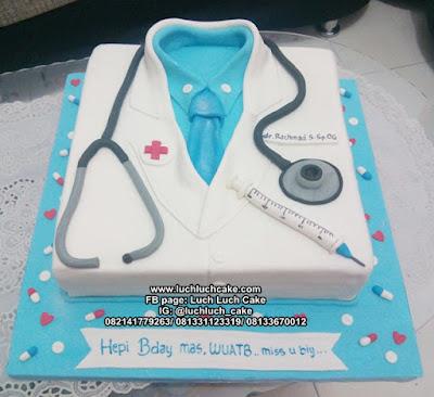 Kue Tart Baju Dokter Bentuk Kotak Fondant