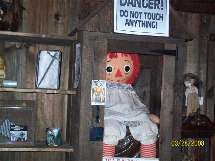 boneca demoníaca, annabelle, demônio, possessão, warrens
