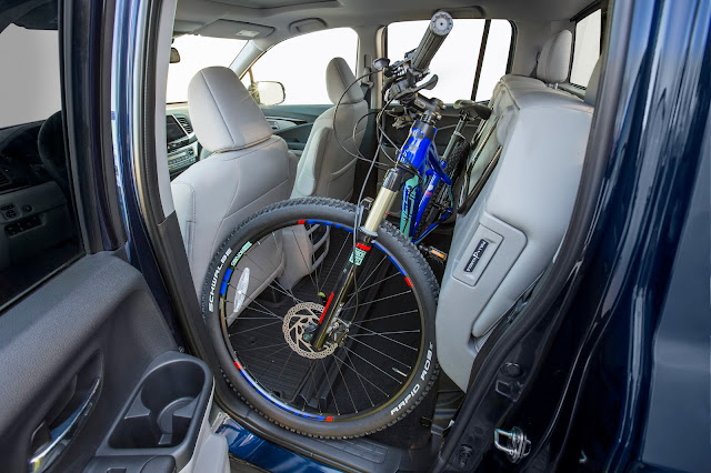 Folding rear seat of 2017 Honda Ridgeline