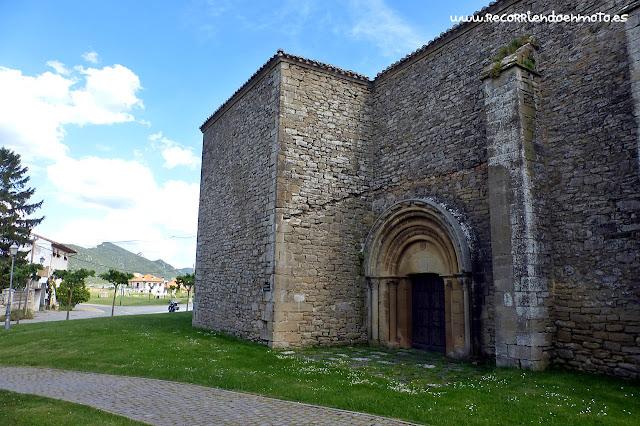 Portada de iglesia de San Miguel de Olcoz