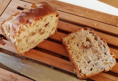 Herbstliches Brot mit Nashibirne und Walnüssen - Anschnitt