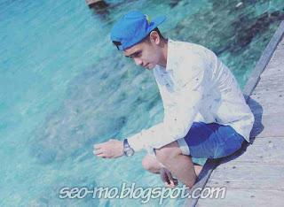 Foto Keren Ajun Perwira Memakai Topi