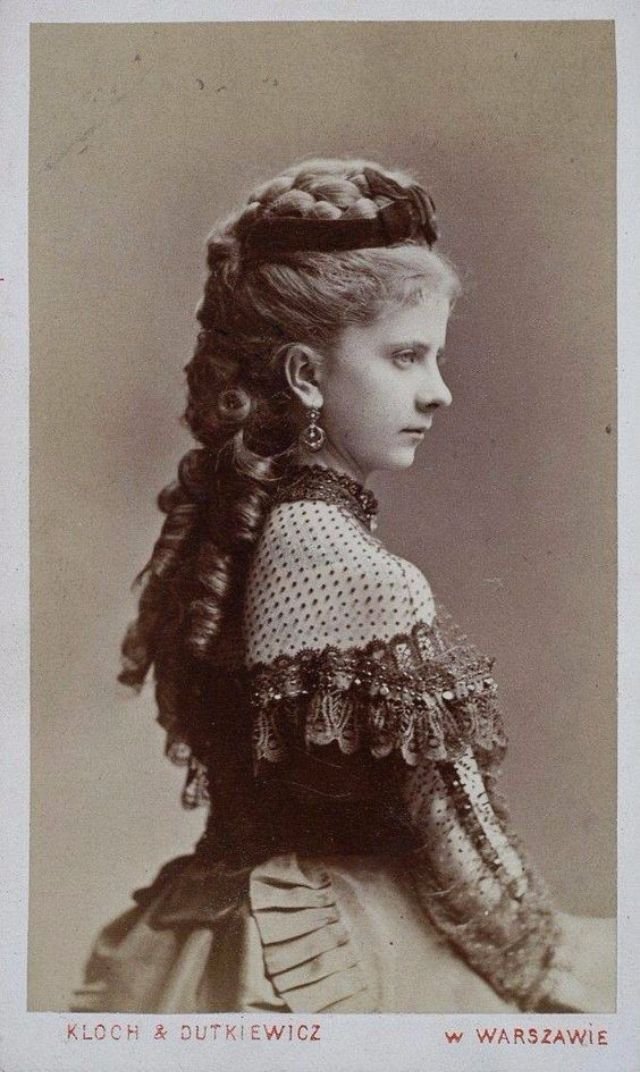 Victorian Women Hairstyles: One of the Most Uncomfortable ...