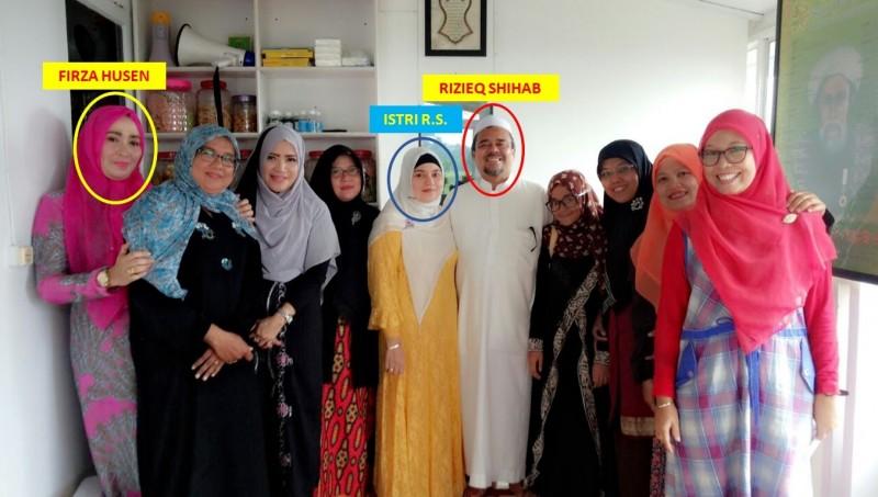Firza Husein bersama Rizieq sesudah pengajian