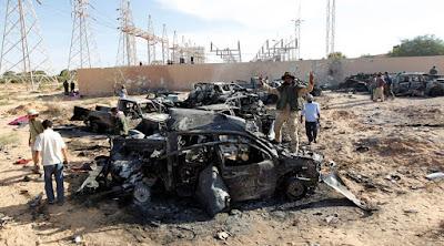 Vehículos de la caravana de Gaddafi calcinados tras el ataque de la OTAN cerca de Sirte.Thaier al-SudaniReuters