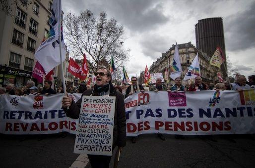 Francia: Pensionados marchan en rechazo al aumento de impuestos