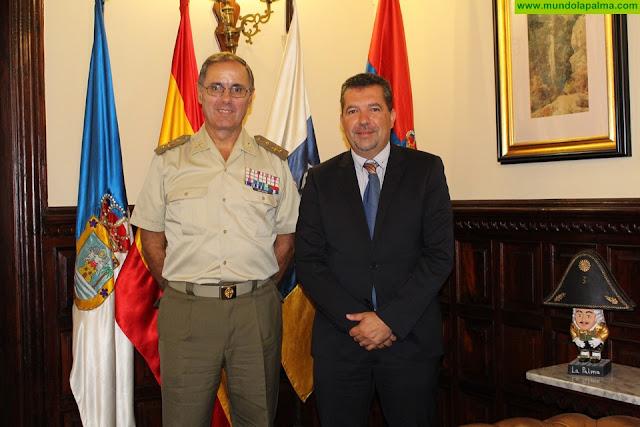 Juan José Cabrera se reúne con el jefe del Mando de Canarias del Ejército de Tierra, Carlos Palacios