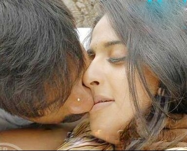 Anushka Shetty lip lock with Gopichand, Anushka Shetty hot kissing scene in Lakshyam