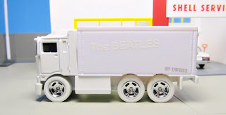 Hot Wheels  Beatles White Album Hiway Hauler
