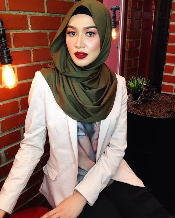 Model Dan Pelakon Niena Baharun