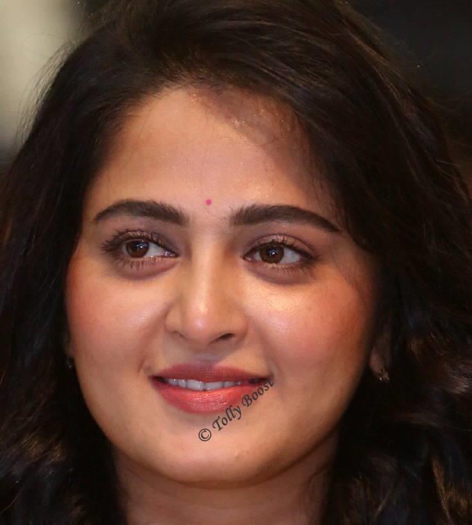 Hyderabad Actress Anushka Shetty Oily Face Closeup Gallery