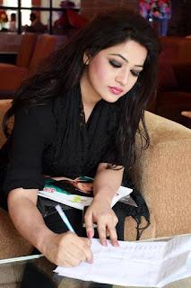 Azmeri Haque Badhon Bangladeshi Actress Wallpapers