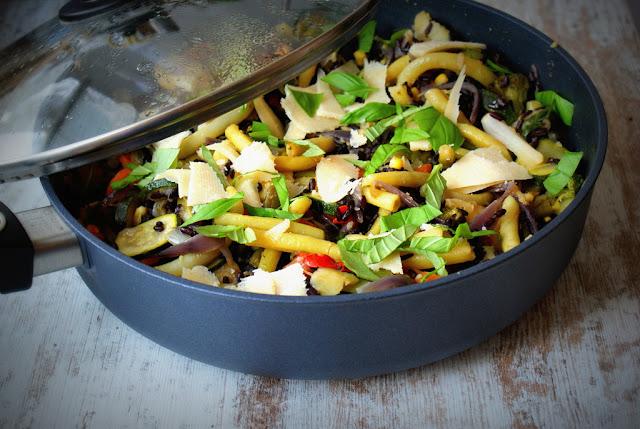 czarny ryż,symbio,fasola szparagowa,warzywa z patelni,zdrowa kuchnia,dieta, zdrowe jedzenie,parmezan