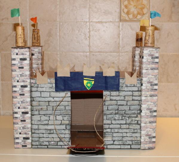 ... di colla, nastro biadesivo e free pattern, un mini castello di cartone