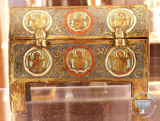 DIJON (21) - Musée d'Art Sacré : Châsse champlevée (XIIIe siècle)