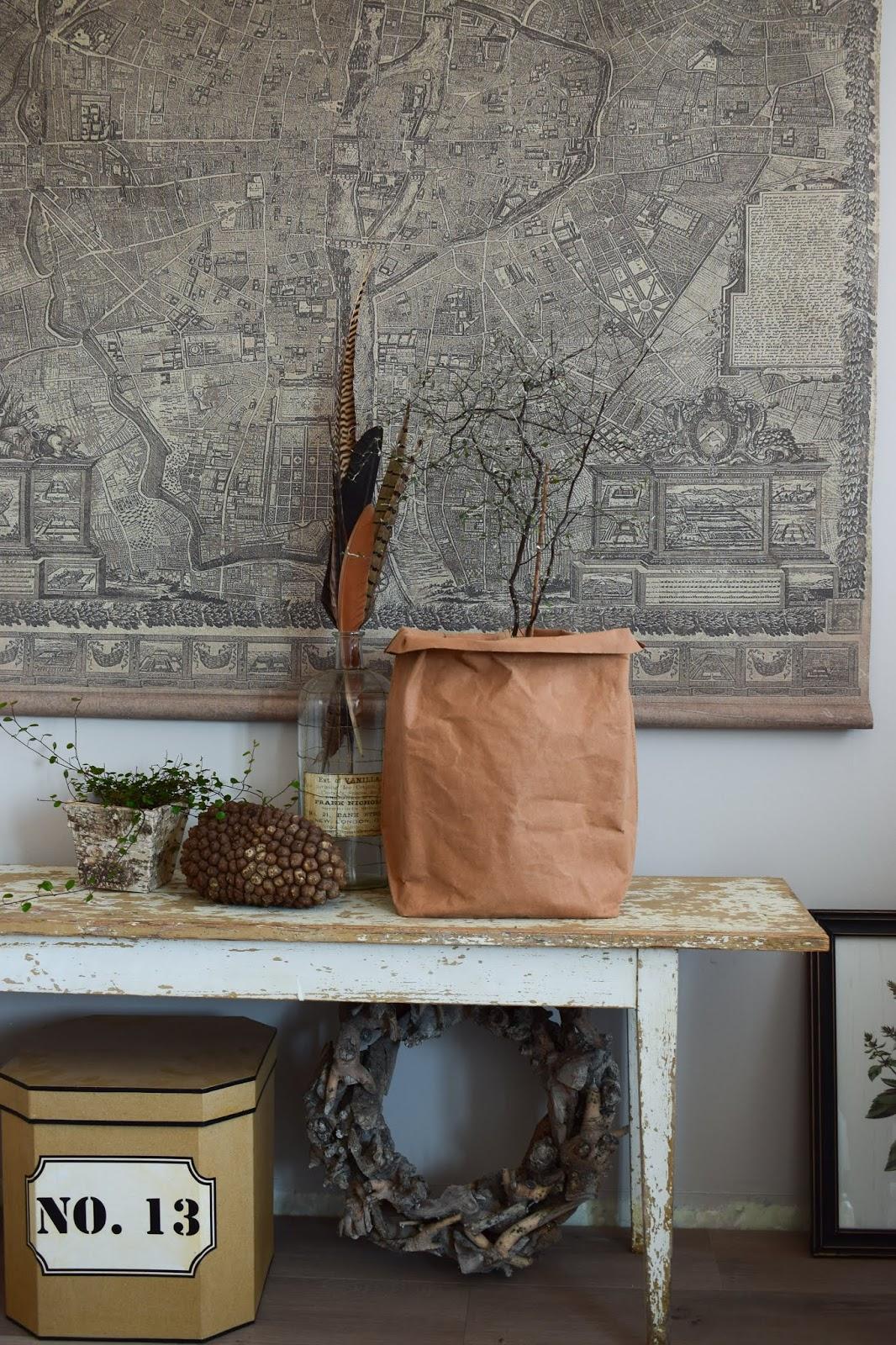 Natürliche Dekoidee Aufbewahrungstüte als Übertopf von WENKO im Landhausstil Deko Dekoration Schlafzimmer