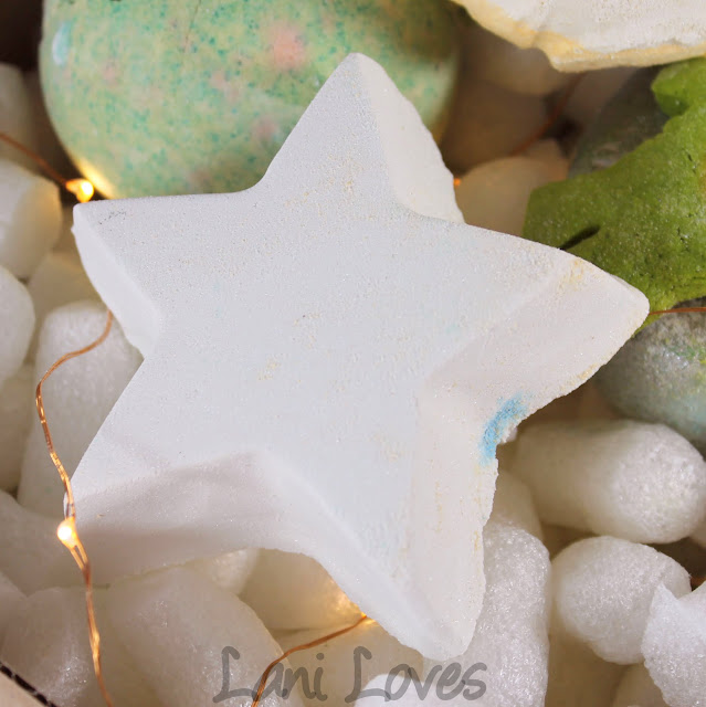 LUSH Star Dust Bath Bomb Review