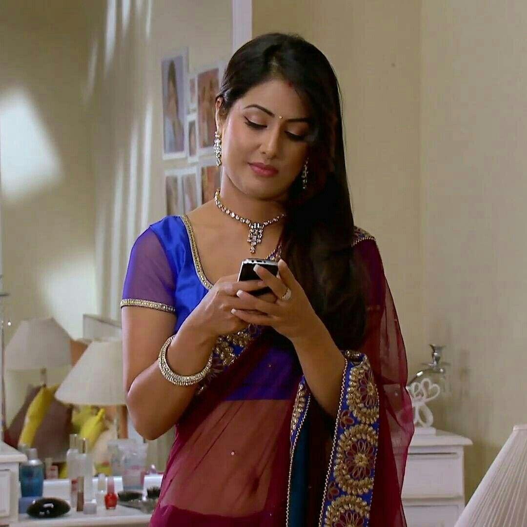Hina Khan in saree in Yeh Rishta Kya Kehlata Hai