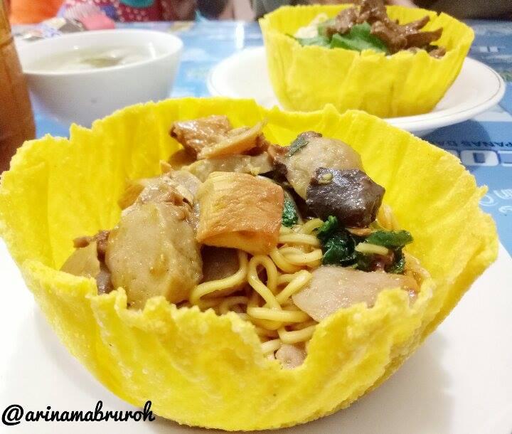 Makan Mangkuk Pangsit Di Warung Mie Ayam Pak Joko Tlogosari Semarang