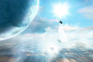 "Malaikat itu manifestasi Tuhan dalam wujud yang lebih rendah.  Redaksi ""Allah ada di mana-mana"" itu artinya adalah ada banyak malaikat yang mengawasi manusia.  Alam semesta adalah wujud yang tidak abadi. Apabila alam semesta tidak abadi, maka segala sesuatu yang berada di dalamnya juga tidak abadi.  Allah itu abadi karena tidak bertempat, tidak berada dalam ruang dan waktu; fungsi-fugsi ketuhanan dibebankan kepada malaikat. Oleh karena itulah bisa dikatakan bahwa malaikat itu manifestasi Tuhan dalam wujud yang lebih rendah.    Kenapa pada saat Muhammad mi'raj, malaikat jibril tidak ikut naik bertemu dengan Allah?  Jawabannya ada dua:    1.    Bisa saja jibril menyatu dengan Tuhan.  2.    Bisa saja jibril menjadi abadi, lalu jibril juga menjadi Tuhan.    Malaikat itu menjalankan fungsi ketuhanan melalui pembagian job description; pengetahuannya hanya sebatas job descriptionnya. Sebenarnya, job description itu merupakan fungsi ketuhanan dan dalam agama job description ini dideskripsikan sebagai wujud malaikat tertentu.     يَا أَيُّهَا الَّذِينَ آَمَنُوا قُوا أَنْفُسَكُمْ وَأَهْلِيكُمْ نَارًا وَقُودُهَا النَّاسُ وَالْحِجَارَةُ عَلَيْهَا مَلَائِكَةٌ غِلَاظٌ شِدَادٌ لَا يَعْصُونَ اللَّهَ مَا أَمَرَهُمْ وَيَفْعَلُونَ مَا يُؤْمَرُونَ    ""Hai orang-orang yang beriman, peliharalah dirimu dan keluargamu dari api neraka yang bahan bakarnya adalah manusia dan batu; penjaganya malaikat-malaikat yang kasar, keras, dan tidak mendurhakai Allah terhadap apa yang diperintahkan-Nya kepada mereka dan selalu mengerjakan apa yang diperintahkan"". (QS. At-Tahrim : 6)"